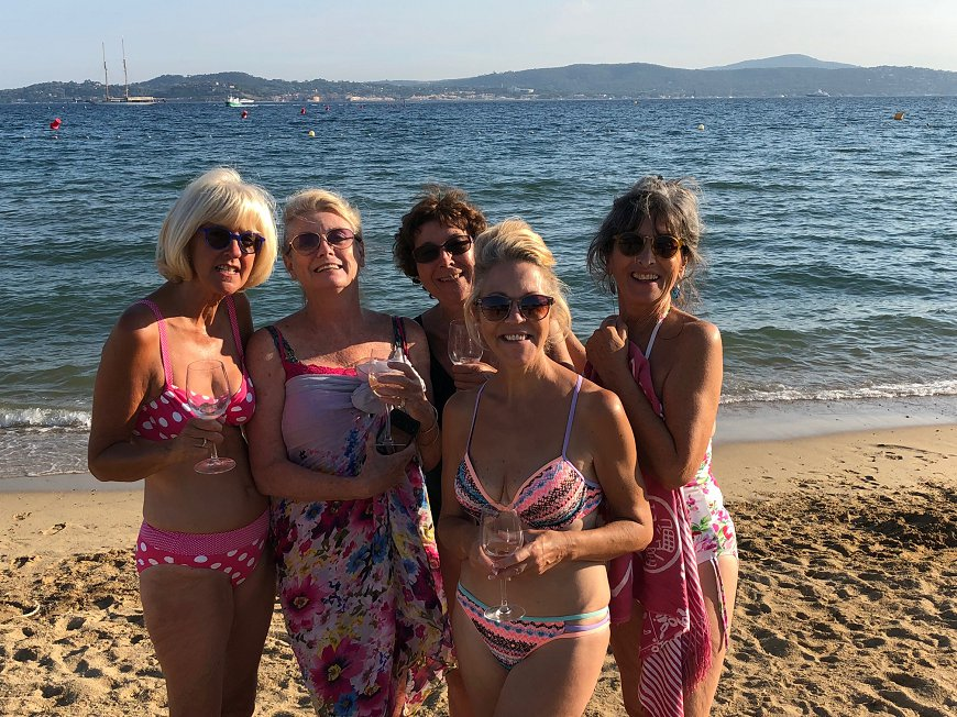 ladies-beach-870×652